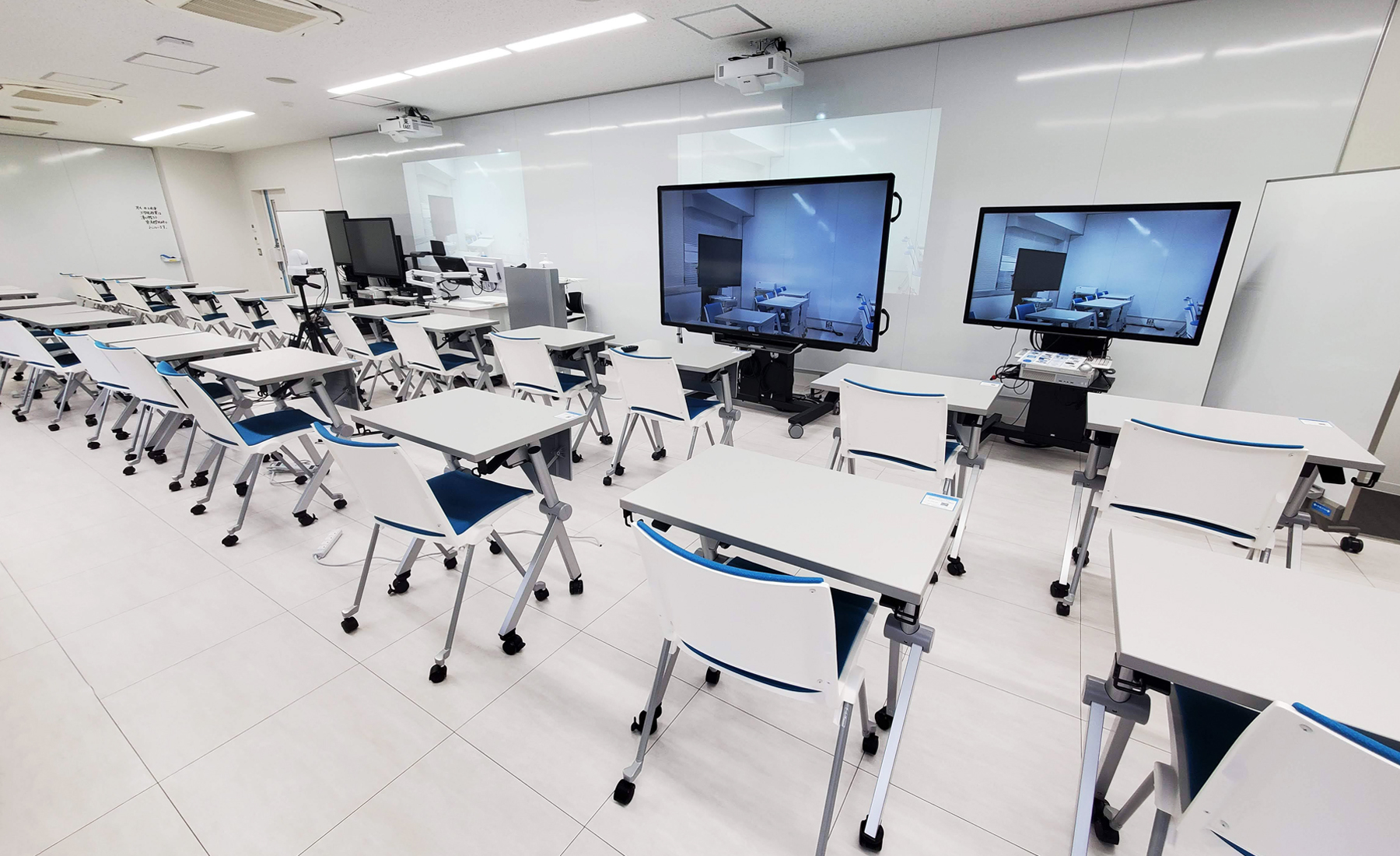 グループワークを中心とした授業が行われる教室